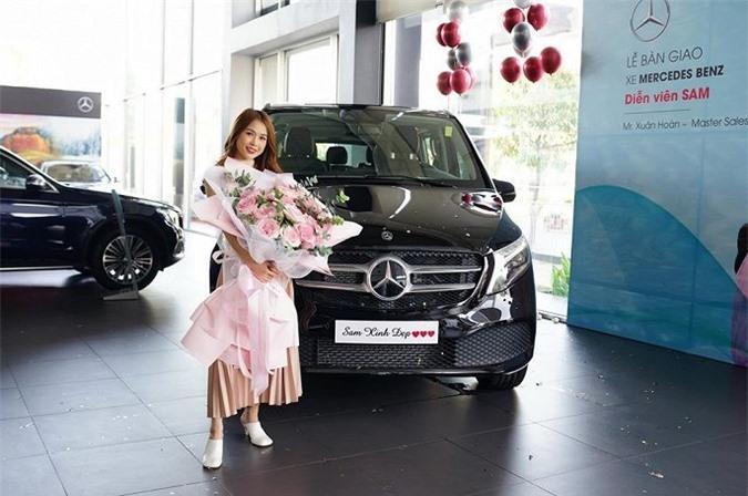Hot girl Sam mua Mercedes Benz