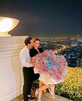 Sau 4 năm ly hôn, trong khi Cường Đô la làm đám cưới với Đàm Thu Trang vào hồi tháng 7 thì Hồ Ngọc Hà đến nay chưa chịu lên xe hoa với Kim Lý.