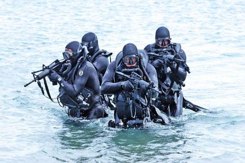 Thực tế đã chứng minh các loại đạn súng trường thông thường sẽ không thể hoạt động tốt ở dưới nước. Khi khai hoả dưới nước, mọi loại đạn đều chỉ có thể bay không xa quá 2 mét. Nguồn ảnh: DefenseOne.