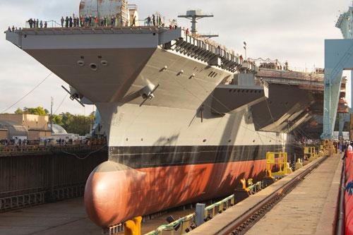 Sau khi tàu sân bay lớp Gerald R. Ford đầu tiên của Hải quân Mỹ được hạ thuỷ và phát hiện ra rất nhiều vấn đề, lỗi trong thiết kế. Gánh nặng được đặt lên tàu sân bay thứ hai thuộc lớp này - chiếc John F. Kennedy. Nguồn ảnh: Pinterest.