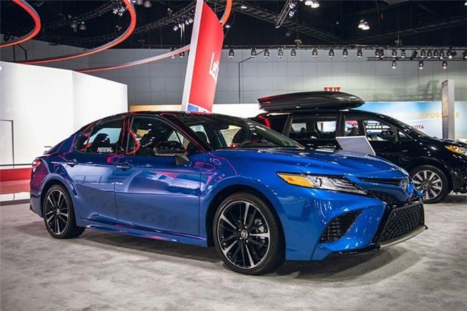 Toyota Camry AWD 2020 lo dien sau 28 nam vang bong
