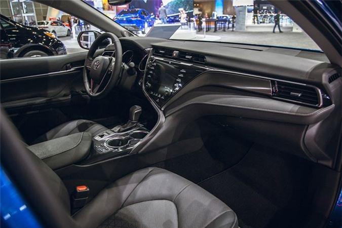 Toyota Camry AWD 2020 lo dien sau 28 nam vang bong-Hinh-4