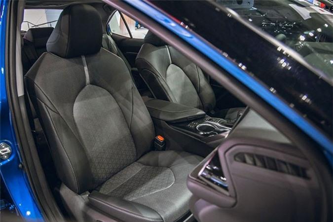 Toyota Camry AWD 2020 lo dien sau 28 nam vang bong-Hinh-6