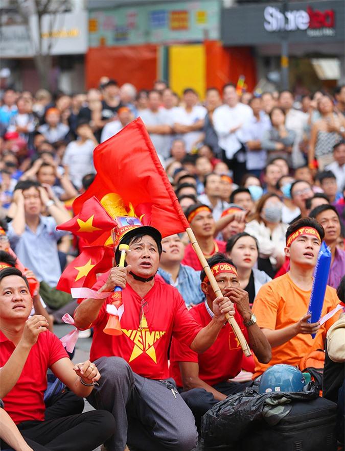 """Trận chiến với người Thái bao giờ cũng """"tiêu tốn"""" nhiều cảm xúc nhất của các CĐV Việt Nam."""