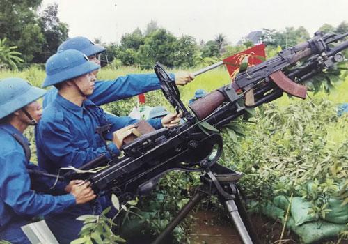 Trung đội súng máy 12,7mm huyện Thủ Thừa, tỉnh Long An tham gia diễn tập khu vực phòng thủ năm 2017.