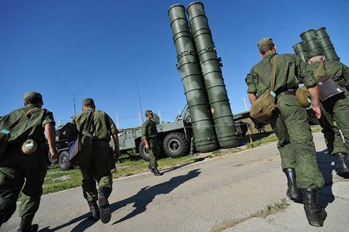 Hệ thống tên lửa phòng không tầm xa S-400 Triumf của Quân đội Nga. Ảnh: RIA Novosti.