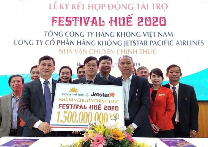 Lãnh đạo Trung tâm Festival Huế cùng Vietnam Airlines và Jetstar Pacific Airlines tiến hành ký kết tài trợ cho Festival Huế 2020
