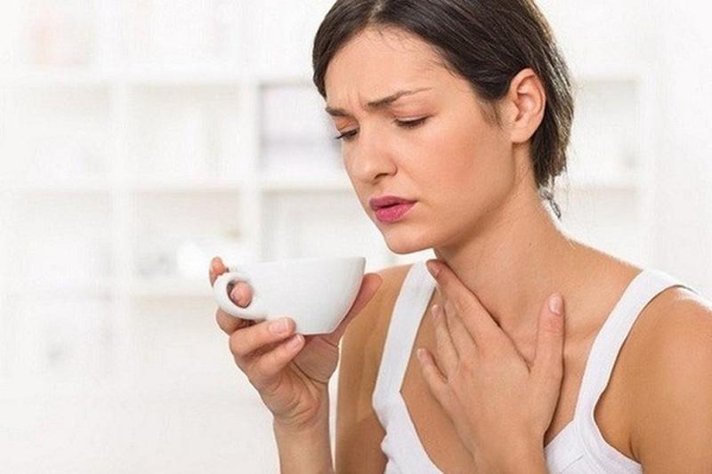 Co thắt cổ họng, một triệu chứng không phổ biến trong khảo sát này, có thể là một vấn về liên quan đến hệ thần kinh hoặc hệ miễn dịch, hoặc cũng có thể là một dấu hiệu bao gồm cả ung thư thực quản và ung thư dạ dày hoặc vòm họng. Ảnh minh họa: Internet.