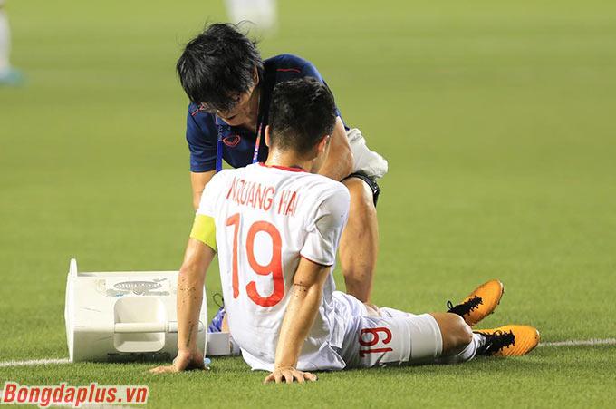 Quang Hải cũng sẽ phải sớm nói lời chia tay SEA Games 30 vì chấn thương cơ đùi - Ảnh: Đức Cường