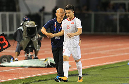 HLV Park Hang Seo đã đón nhận hung tin khi tiền vệ đội trưởng Quang Hải dính chấn thương rách cơ đùi