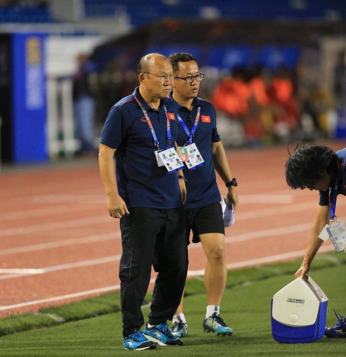 HLV Park Hang Seo sẽ phải trổ tài cầm quân khi tiếp tục mất đi trụ cột quan trọng trong mỗi giải đấu lớn mà mình tham dự - Ảnh: Đức Cường