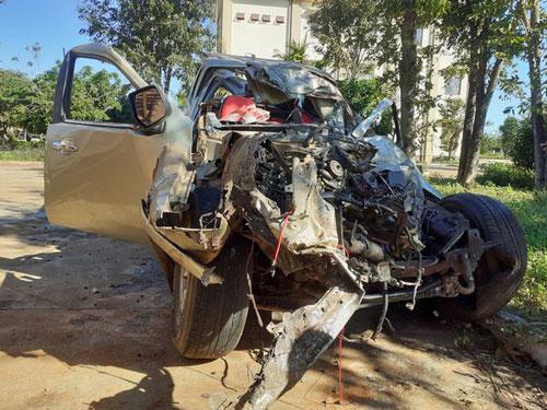 Gia Lai: Hai ô tô biến dạng sau va chạm kinh hoàng, 3 người chết, 3 người trọng thương