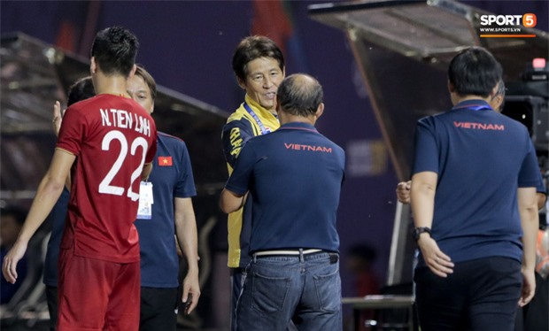 Báo Thái gọi thầy Park là kẻ huỷ diệt bóng đá Thái Lan, chê HLV người Nhật không thể hiện được sự thông minh - Ảnh 1.