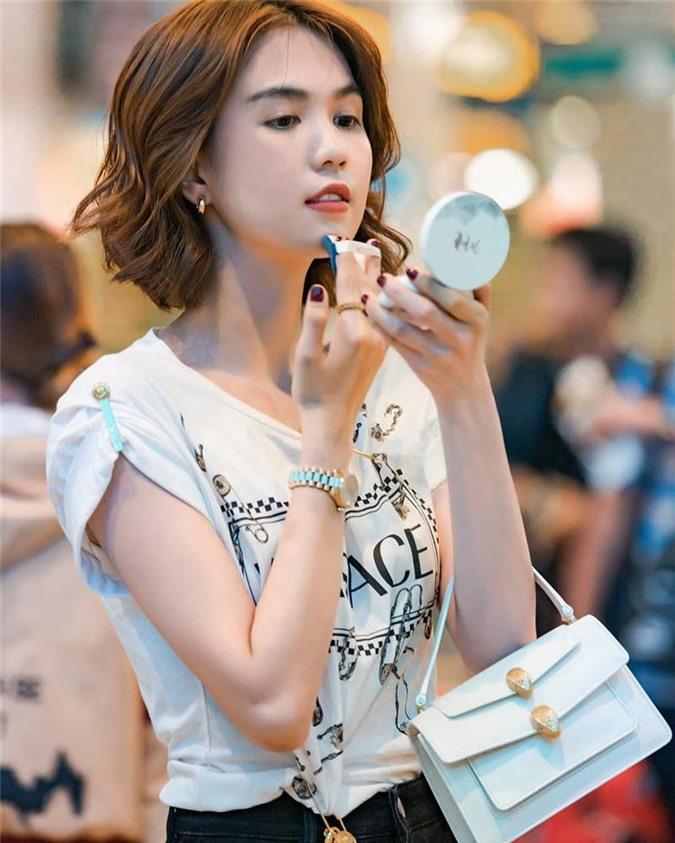 Loat hang hieu bac ty cua ban trai tang Ngoc Trinh truoc chia tay-Hinh-9
