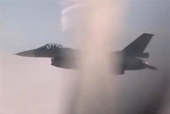 Sieu may bay nem bom Nga bat ngo bi tiem kich Nhat, Han ap sat khan cap-Hinh-7