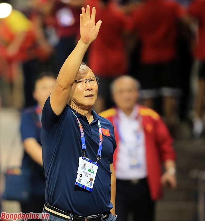 HLV Park Hang Seo thở phào nhẹ nhõm. Vậy là đến thời điểm hiện tại, ông Park vẫn chưa để một đối thủ nào tại Đông Nam Á khuất phục.