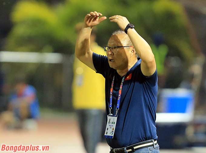 Quả thực chưa bao giờ trong 2 năm cầm quân ở Việt Nam, HLV Park Hang Seo trải qua một trận đấu bị thất thế và khó khăn như vậy.