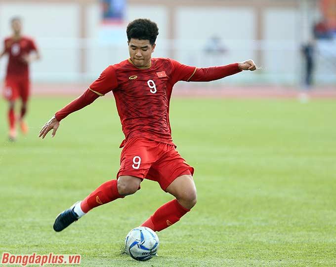 HLV Park Hang Seo phải tung sớm Hà Đức Chinh vào sân để tăng cường hàng công.