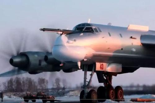 Hôm 27/11 vừa rồi, một máy bay ném bom chiến lược Tu-95MS của Không quân Nga đã có chuyến bay tuần tra qua khu vực biển Nhật Bản sát với Hàn Quốc. Nguồn ảnh: QQ.