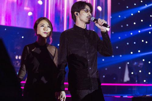 Diva Hồng Kông bị chê hát live tệ hơn Chi Pu, màn rap của Đen Vâu nhận hàng tá gạch đá