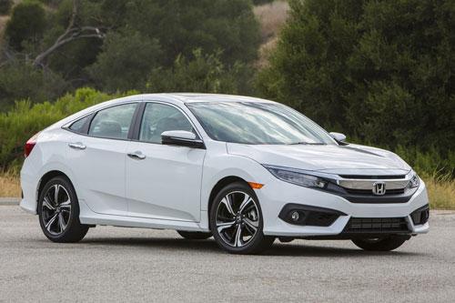 4. Honda Civic (doanh số: 697.268 chiếc).