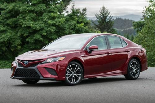 8. Toyota Camry (doanh số: 582.402 chiếc).