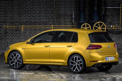 9. Volkswagen Golf (doanh số: 577.419 chiếc).