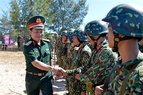 Bo doi Viet Nam chong dich do bo duong bien ra sao?-Hinh-12