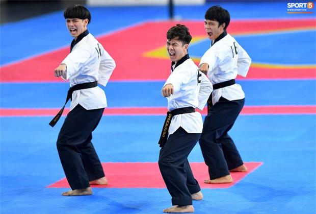 Các hotgirl Taekwondo bật khóc, vui mừng khôn xiết sau khi giành huy chương vàng cho đoàn thể thao Việt Nam tại SEA Games - Ảnh 11.