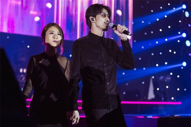 Diva Hồng Kông bị chê hát live tệ hơn Chi Pu, màn rap của Đen Vâu nhận hàng tá gạch đá  - Ảnh 8.