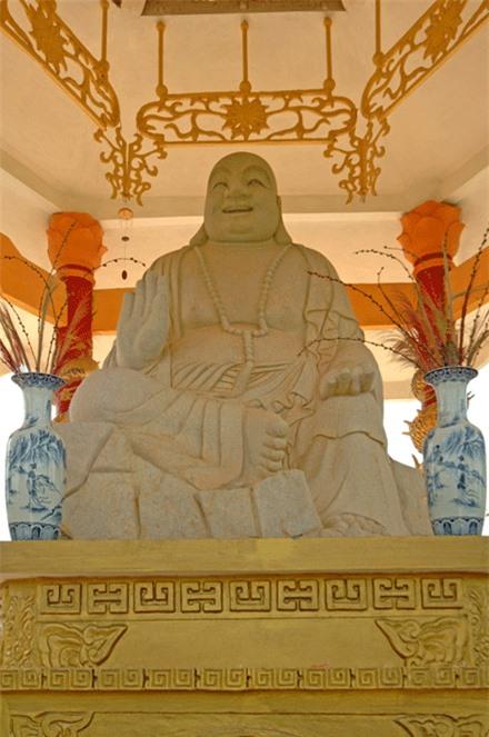 Kham pha ngoi Chua xac lap 4 ky luc quoc gia o Vung Tau-Hinh-4