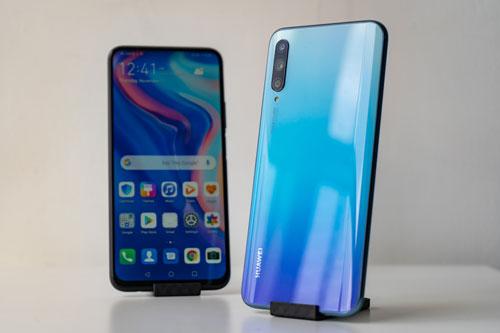 Y9s đem đến cho khách hàng 2 tùy chọn màu sắc là đen và xanh thiên thanh. Máy được bán ra tại Việt Nam từ ngày 22/12 tới với giá 6,49 triệu đồng.
