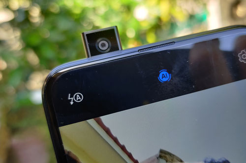 Máy ảnh selfie pop-up 16 MP, f/2.2.