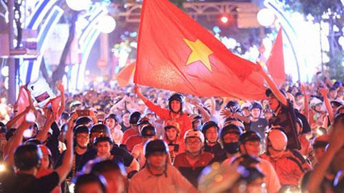 Đi bão ăn mừng chiến thắng là thói quen của CĐV Việt Nam dưới thời thầy Park