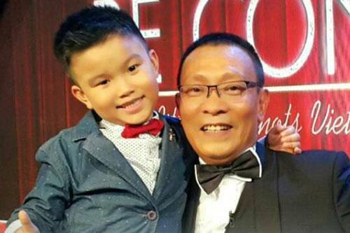 Minh Khang được MC Lại Văn Sâm ngả mũ khen ngợi vì sự thông minh.