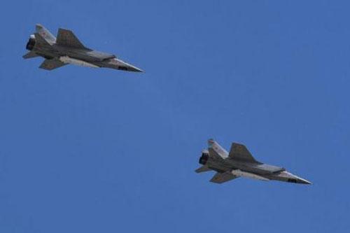 Tiêm kích MiG-31 mang theo tên lửa Kinzhal