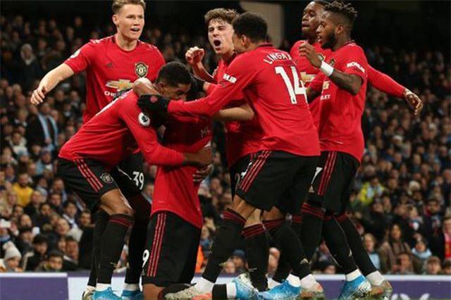 Man City 1-2 Man Utd: Rashford, Martial lập công - 1