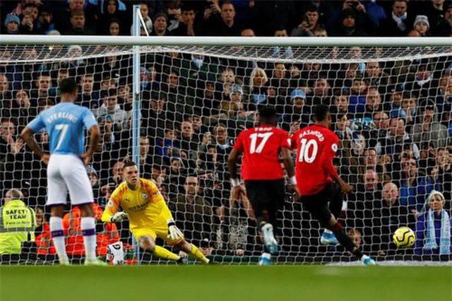 Man City 1-2 Man Utd: Rashford, Martial lập công - 3