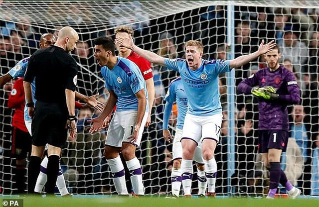 Man City 1-2 Man Utd: Rashford, Martial lập công - 4