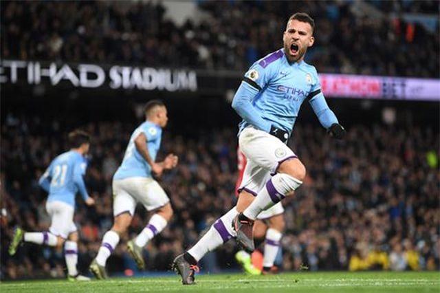 Man City 1-2 Man Utd: Rashford, Martial lập công - 5