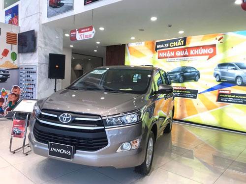 Toyota Innova giảm giá mạnh.