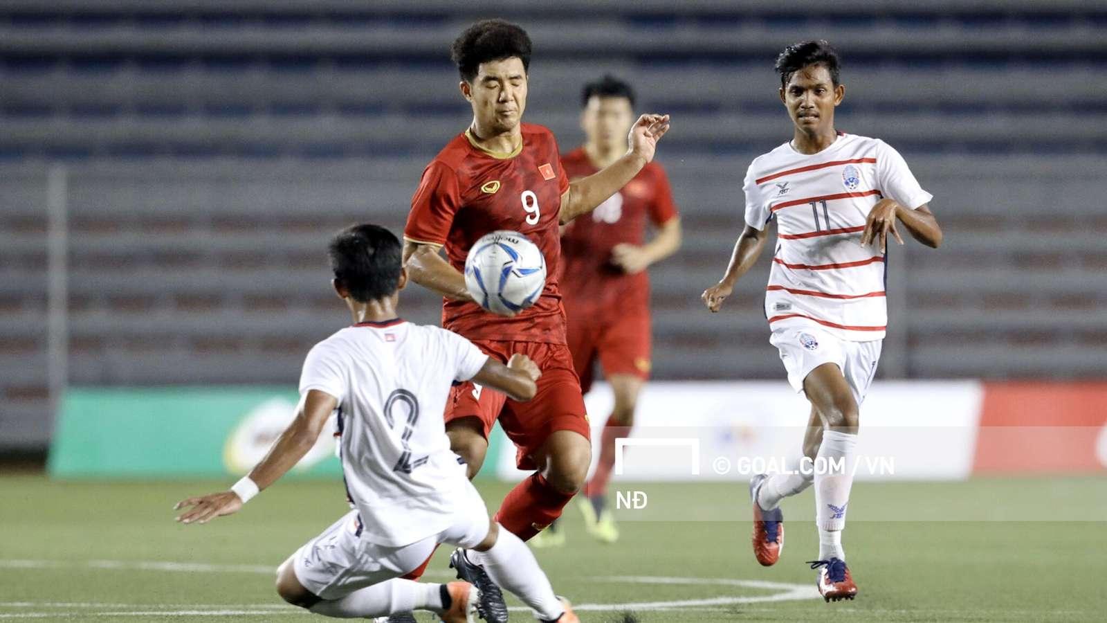 Hàng thủ U22 Campuchia đã có 90 phút vất vả để kềm tỏa mũi nhọn Hà Đức Chinh bên phía đối thủ