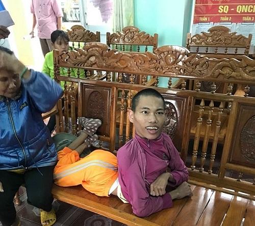 Hơn 300 triệu đồng hỗ trợ nạn nhân chất độc da cam bị thiệt hại bởi cơn bão số 5