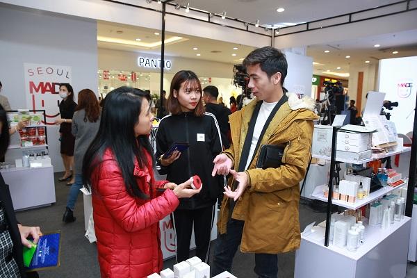 Seoul Made thu hút nhiều khách tham quan tại Hà Nội.