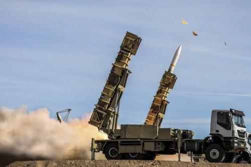 Hệ thống tên lửa phòng không Khordad 15 thế hệ mới nhất của Iran. Ảnh: Al Masdar News.