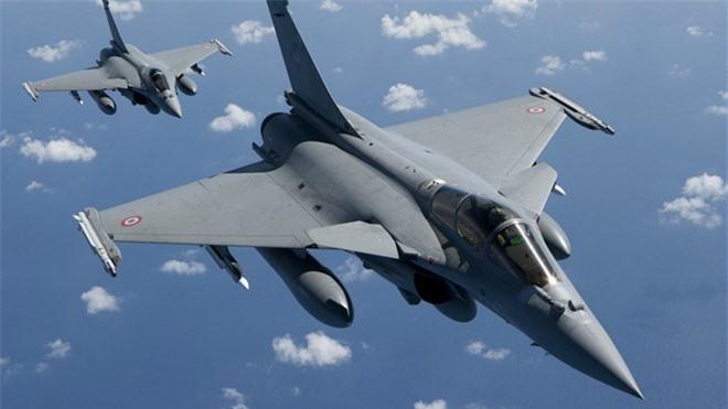 Co Rafale, Khong quan An Do quay sang che bai Su-35 Nga tham te-Hinh-9