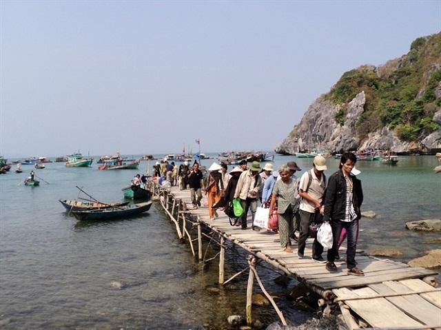 Kiên Lương phấn đấu sớm phát triển thành trung tâm công nghiệp, dịch vụ - du lịch và nuôi trồng thủy sản.