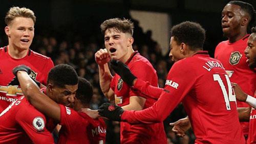 Liverpool dẫn đầu Ngoại hạng Anh, còn M.U là số 1 ở Top 6