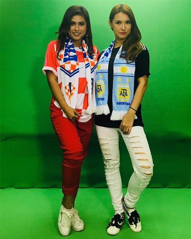 Tuy vậy, Maria Ozawa có vẻ thích nhiều đội bóng trên khắp hành tinh này, chứ không chỉ riêng Indonesia. Cô nàng này từng đeo khăn quàng và mặc áo ĐT Argentina tại VCK World Cup 2018