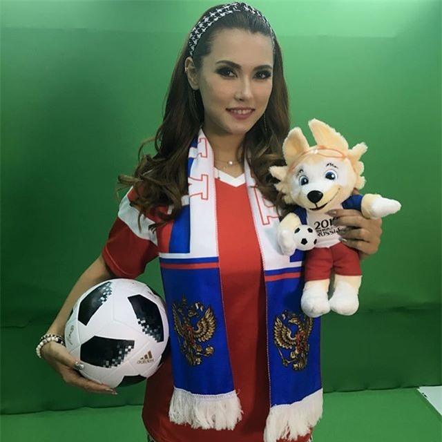 Vì nước Nga tổ chức World Cup 2018 nên Maria Ozawa không thể không có bức hình mặc áo truyền thống của ĐTQG nước này
